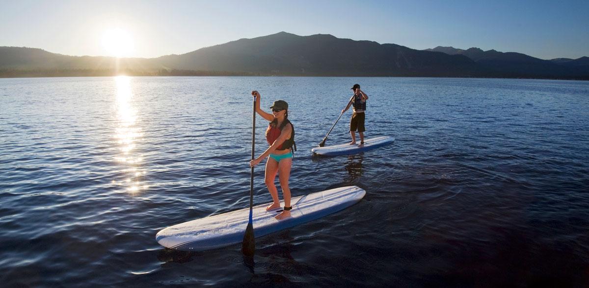 2 SUP paddlers